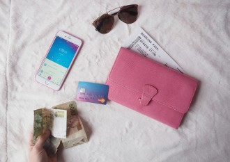 travel money backpacking